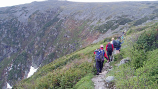 Whether you are on a trail or not, hiking in the mountains requires awareness and preparation if you want to be safe.  Peering down into Tuckerman Ravine (to the left in this photo), it's easy to see how a moment of carelessness could result in a fatal fall. (Tim Jones/EasternSlopes.com)