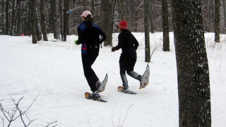 Two snowshoe racers (Tim Jones photo)