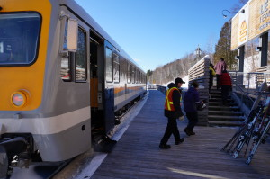 Le Ski Train means no parking worries and guarantees a comfortable ride to the slopes.