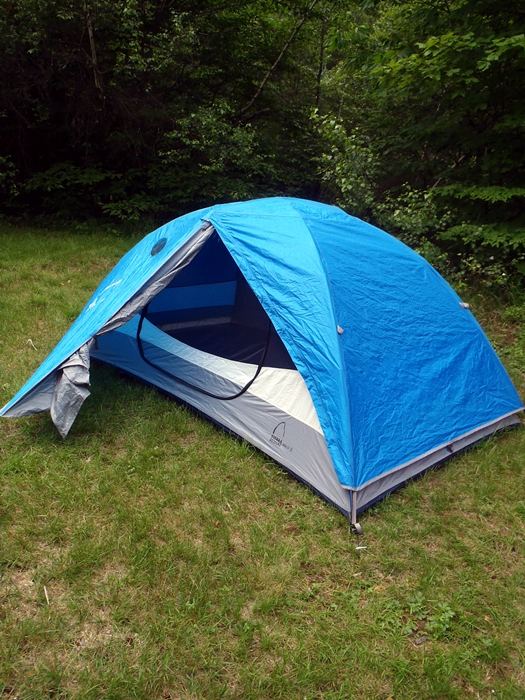 Playing Twister in your tent? The Sierra Designs Zolo 2 ... & Mid-Priced Two-Man Tents Review